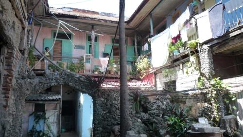 Patio interior de una casa en Santiago, de varias casas mejor dicho.