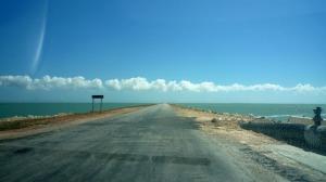 Paso para llegar a Cayo Coco, mar por ambos lados, son unos 20km asi