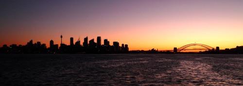 Sydney skyline. Reconoced la Torre, la ópera y el puente.